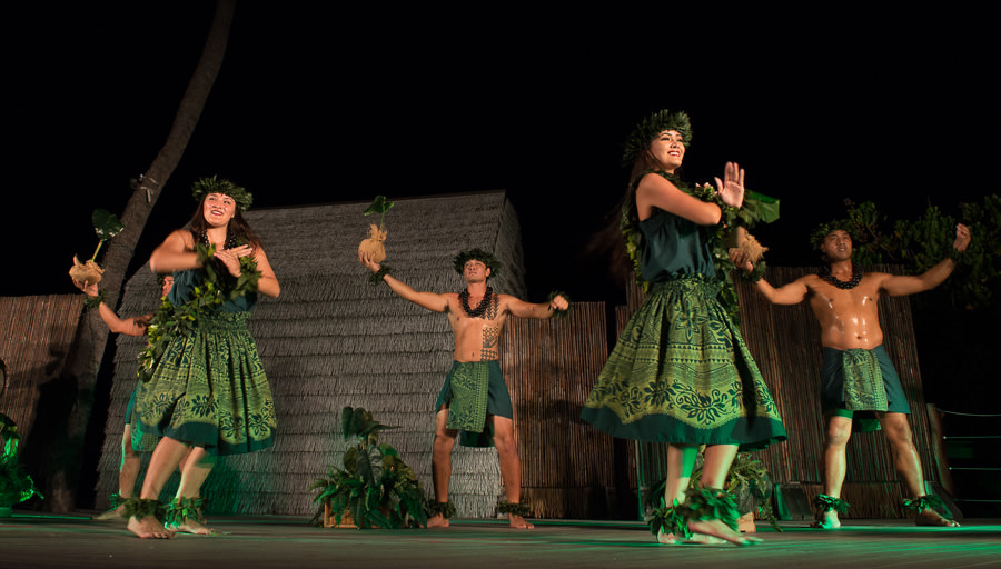 Island Breeze Luau Dancers at the Marriott King Kamehameha's Kona Beach Hotel