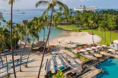 Kamakahonu Beach in front of the Marriott King Kamehameha's Kona Beach Hotel