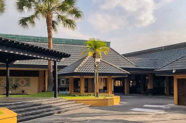 Keahou Shopping Center Central Courtyard
