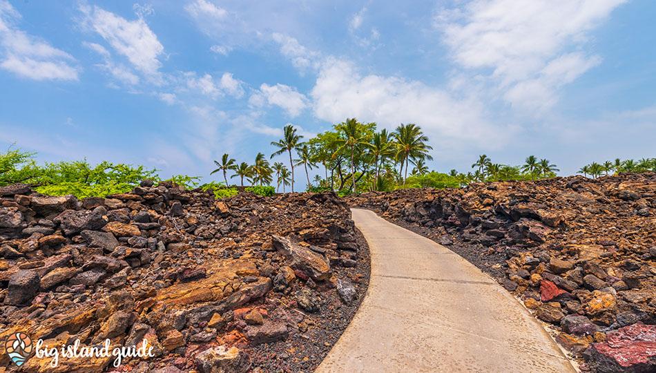Walking trail to Kikaua Point Beach Park