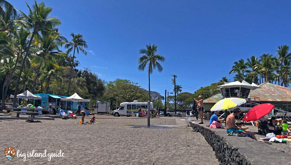 Kahaluu Beach Park showing the salt and pepper sand